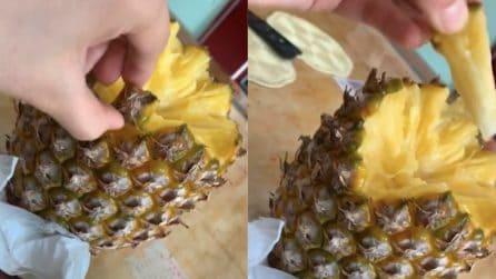 Come mangiare l'ananas: ecco un modo alternativo a cui non avevamo mai pensato
