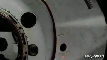 Capsula Dragon di Space X si sgancia da Iss e torna sulla Terra
