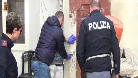 Blitz della Polizia a Torre Annunziata, gli agenti guidati dal cane Pocho trovano armi e droga