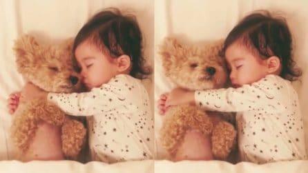 Non si lasciano mai, neanche mentre dormono: un'amicizia speciale