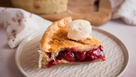 Easy Cherry pie recipe: it looks like it came right out of the case at your favorite bakery!