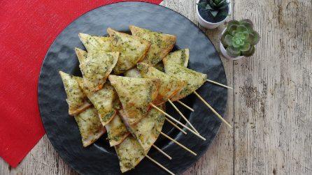Spiedini di tortilla samosas: la ricetta originale servita con il pesto!