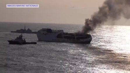 Nave mercantile affonda al largo della Francia: in salvo l'equipaggio