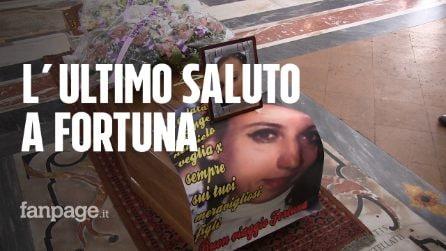 """Funerali di Fortuna Bellisario, uccisa dal marito. Padre Loffredo: """"Chi picchia una donna è uno stronzo"""""""