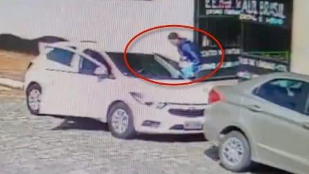 Brasile, sparatoria a scuola: il video dei presunti killer