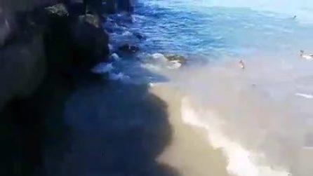 """Desenzano, chiazze marroni nelle acque del lago di Garda. L'accusa: """"Sono scarichi fognari"""""""