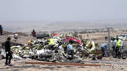 Incidente aereo Etiopia, dopo la tragedia via i detriti dall'area