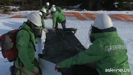 Clima, Greenpeace in azione in Val Visdende: governo bocciato