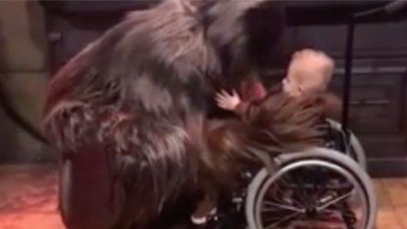 Chewbecca incontra un fan speciale: il momento tenerissimo