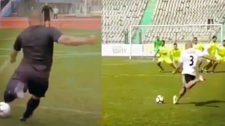 Roberto Carlos calcia le punizioni in modo perfetto ancora oggi