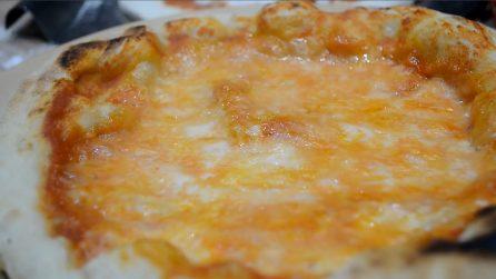 Pizza con 2 grammi di lievito: un impasto leggero che amerete