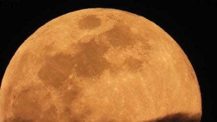 La Superluna di primavera splende sui cieli italiani: le immagini
