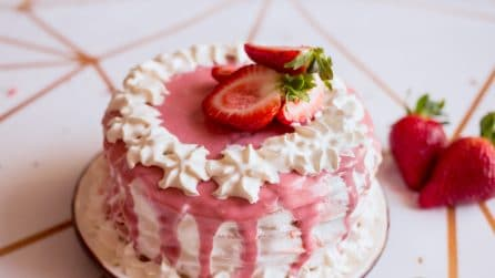 Strawberry crepe cake: it looks so beautiful that people instantly get excited about it!