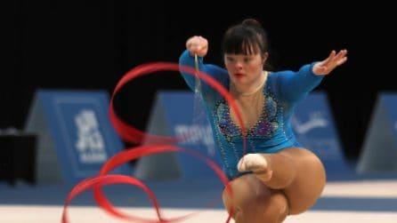 Le danzatrici si divertono alle Special Olympics, i balletti delle atlete con la sindrome di Down