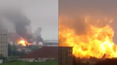 Cina, spaventosa esplosione in un deposito chimico: decine le vittime