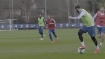 Il portiere rinvia, lo stop di Higuain è perfetto: l'argentino segna un bellissimo gol in allenamento
