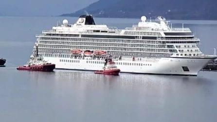 La Viking Sky rientra in porto dopo ore di agonia: il lento approdo