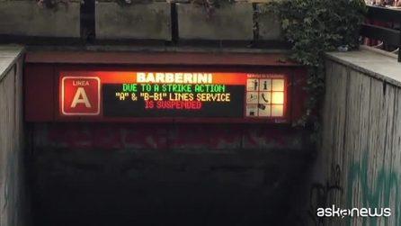 Roma, è caos metro A. Tre stazioni chiuse: rabbia e disagi