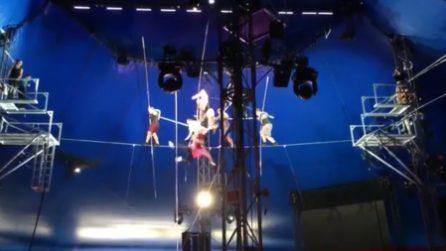 Tremendo incidente durante le prove: i funamboli precipitano da 10 metri di altezza
