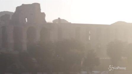 La capitale si è svegliata avvolta nella nebbia