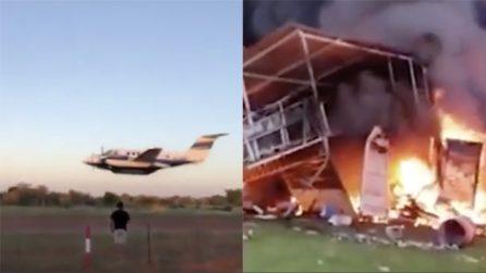 Litiga con la moglie, si schianta con un aereo contro il locale per ucciderla: la vicenda assurda