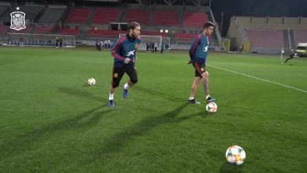Sergio Ramos sembra Cristiano Ronaldo: punizioni perfette in allenamento con la Spagna