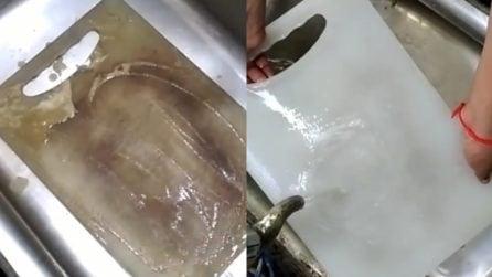 Tagliere sporco e maleodorante: il metodo naturale per averlo come nuovo