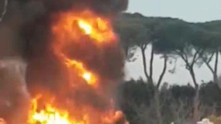 Bus Cotral in fiamme questa mattina su via Tiburtina