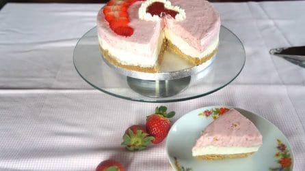 Torta fredda cioccolato bianco e fragole: bella da vedere e buonissima da mangiare