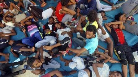 """Barcone in difficoltà al largo della Libia, l'audio choc: """"Se non arriveremo in Italia, moriremo"""""""