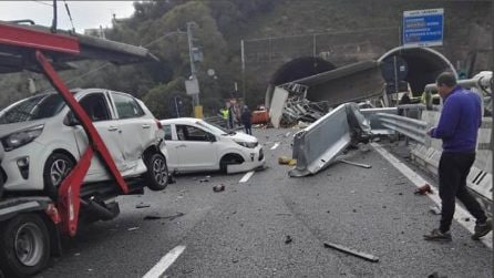 Grave incidente sulla A12, tir invade corsia opposta: due morti
