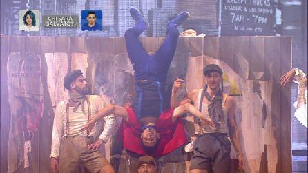 Amici 18, Vincenzo balla sulle note di 'Tu vuo' fa' l'americano'