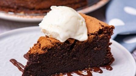 Flourless chocolate fudge cake: rich, fudgy and decadent!