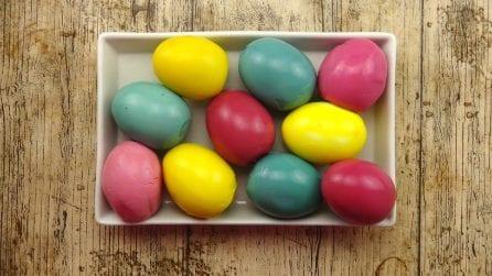 Come creare uova colorate per Pasqua usando solo ingredienti naturali!