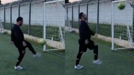 Miccoli come Ronaldinho: palleggia e colpisce la traversa a ripetizione e poi sfida Evra