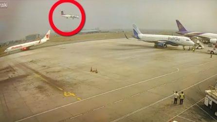 Incidente aereo ripreso dalle telecamere: sul velivolo c'erano 71 persone