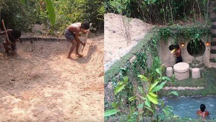 Scavano usando una mazza di legno e le mani: costruiscono una meravigliosa piscina