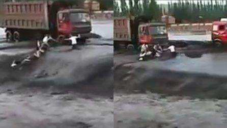 L'inondazione è spaventosa, donna muore annegata