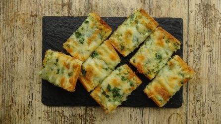 Pane all'aglio e formaggio: solo due ingredienti per preparare un saporito antipasto!