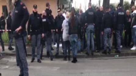 Napoli, agguato davanti a una scuola: un morto e un ferito