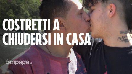 """""""Culattoni, vi metteremo nei lager"""": Angelo e Andrea costruiscono una barriera intorno casa per paura"""
