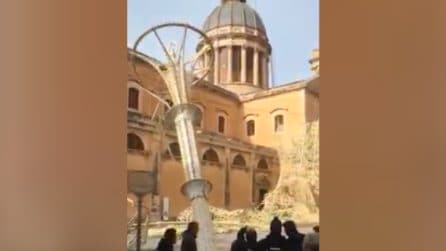 Sicilia, raffiche a 150 km/h: il vento spazza via tutto