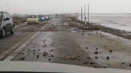 Emergenza maltempo, forte mareggiata a Capoterra: detriti sulla statale