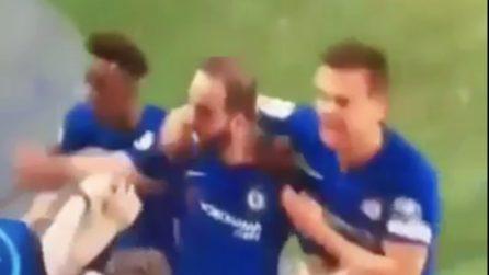 """Higuain segna col Chelsea e viene """"festeggiato"""" da una tifosa in modo molto particolare"""