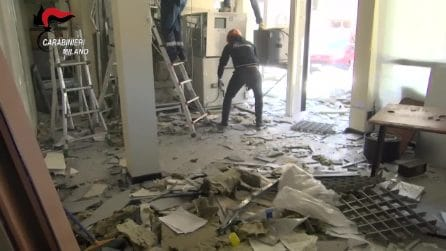 """Solaro, presa la """"banda del bancomat"""": in cinque facevano esplodere gli ATM per portare via i soldi"""