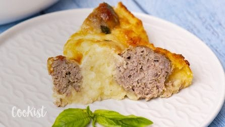 Potato and meatballs pie: you will surprise all your guests with this amazing recipe!