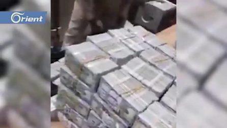 """La """"montagna"""" di soldi sequestrata all'ex dittatore del Sudan"""