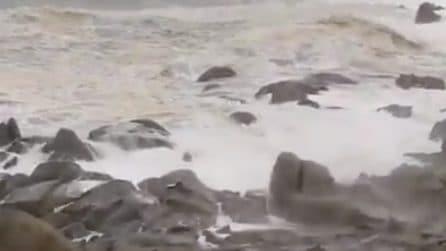 Maltempo Sardegna: intesa mareggiata si abbatte sulla costa