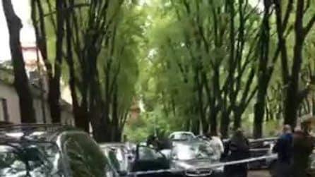 Agguato in pieno centro a Milano: esplodono quattro colpi verso un 46enne ferito gravemente