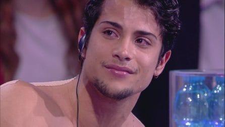 Amici - Una sorpresa per Rafael, che scoppia a piangere